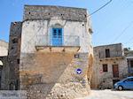 JustGreece.com Blauwe deur in Mesta - Island of Chios - Foto van JustGreece.com