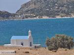 JustGreece.com Agios Nikolaos o Ftochos kai o Plousios | Molos Paros - Foto van JustGreece.com