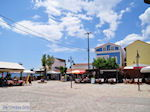 JustGreece.com The gezellige villagesplein of Heraion (Ireon) - Island of Samos - Foto van JustGreece.com