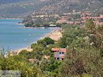 JustGreece.com The beach of Kampos (Votsalakia) ligt in een groenrijke omgeving - Island of Samos - Foto van JustGreece.com