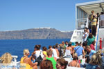 Aankomst with boot on Santorini | Op the achtergrond Firostefani and Fira - Photo JustGreece.com