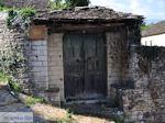 Dilofo, typische deur - Zagori Epirus - Photo JustGreece.com