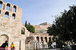 Herodes Atticus Odeion, de Stoa of Eumenes and bovenop The Parthenon - Photo JustGreece.com