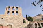 Herodes Atticus Odeion(links), de Stoa of Eumenes(rechts) and bovenop The Parthenon - Photo JustGreece.com
