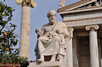 Beeld of Platon (2m 40 cm): Academie Athene - Photo JustGreece.com