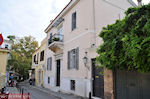 JustGreece.com Neoklassiek gebouw on the Flessa street of Plaka Athens - Foto van JustGreece.com