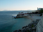JustGreece.com beachje naast taverna in Nissaki (Nisaki) - Corfu - Foto van JustGreece.com