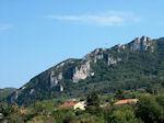 Corfu - Stijle rocks in een groene omgeving - Photo JustGreece.com