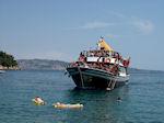 JustGreece.com Bootje with toeristen ik Kalami (Corfu) - Foto van JustGreece.com