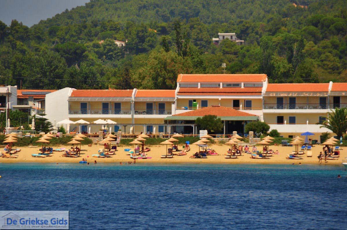 Photos of troulos skiathos pictures troulos greece for Hotel skiathos