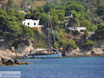 Zeilboot near Platanias on the island Skiathos - Photo JustGreece.com